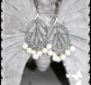 ö2 silverfärgade örhängen med natursten